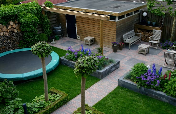 "DUOVILLA ""ZOMERTUIN"" with hottub, near the beach - Heiloo - Вилла"