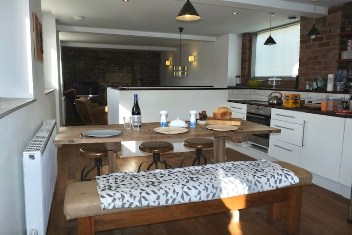 Stunning 3 bedroomed cottage, leafy S10 sleeps 2+4 - Sheffield - House