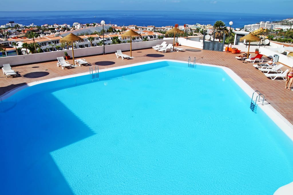Swimming pool in the complex with a wonderful view of the Ocean / Basen w kompleksie z cudownym widokiem na Ocean