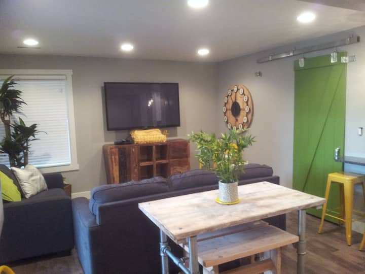 Immaculate Completely Remodeled 2BR