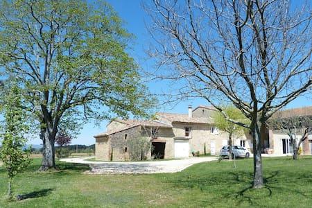 Corps de ferme drômois - Montoison - บ้าน