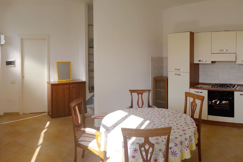 Case semi indipendente su due piani houses for rent in for Piani di casa con guest house annessa