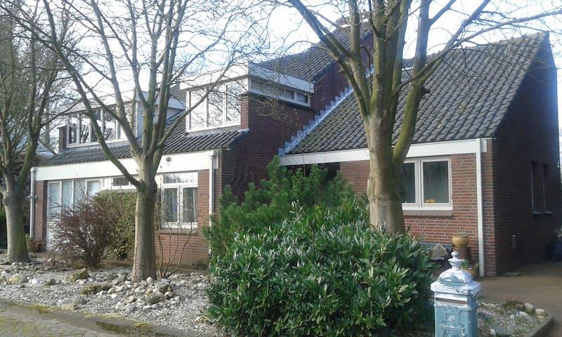Charming blue room near Keukenhof/ SchipholAirport - Nieuw-Vennep - Вилла