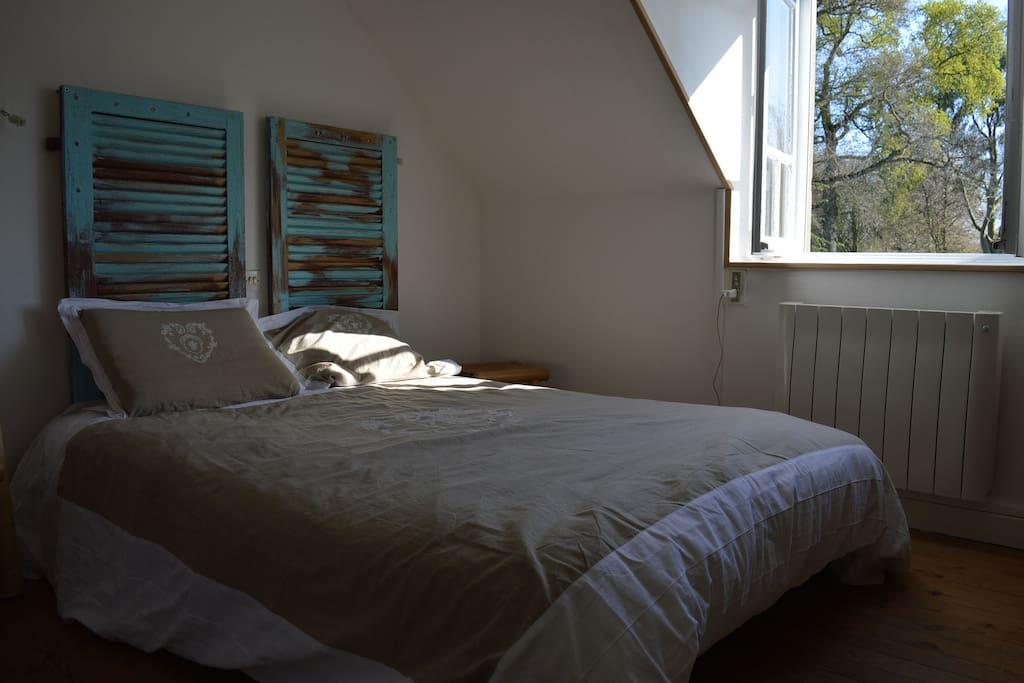 Chambre avec 1 lit double 160 et grand dressing