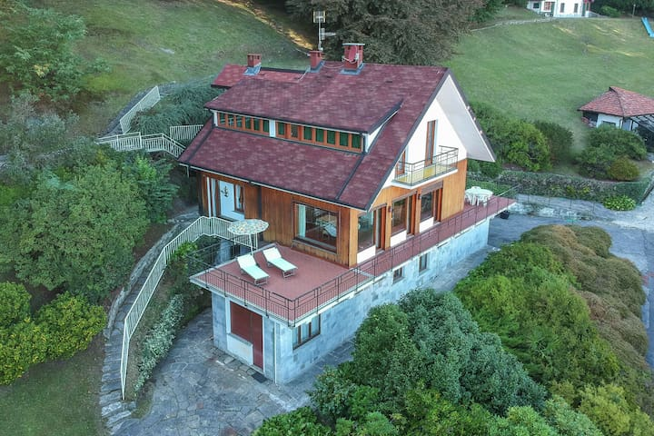 Spacious Holiday Home in Stresa Italy near Lake