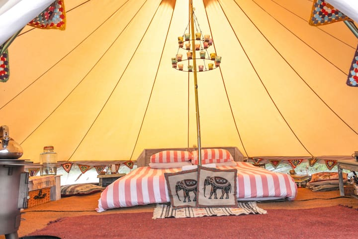 Luxurious bell tent, dream location, Sea views.