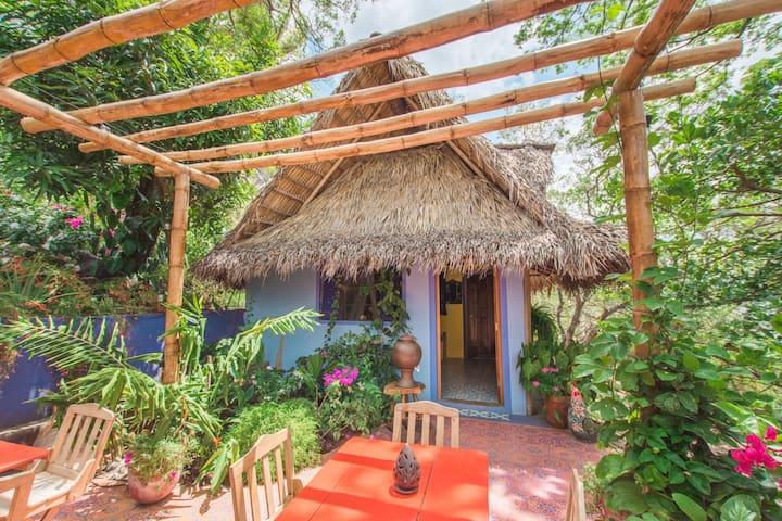 Casa de las Aves. Casita,Laguna de Apoyo,Nicaragua