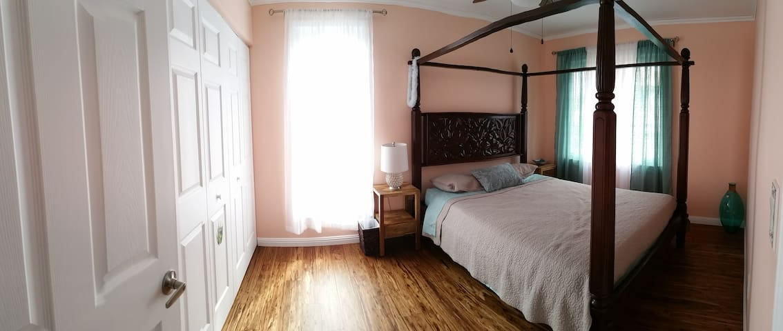 Comfortable and bright, newly renovated room. - Mililani - Hus