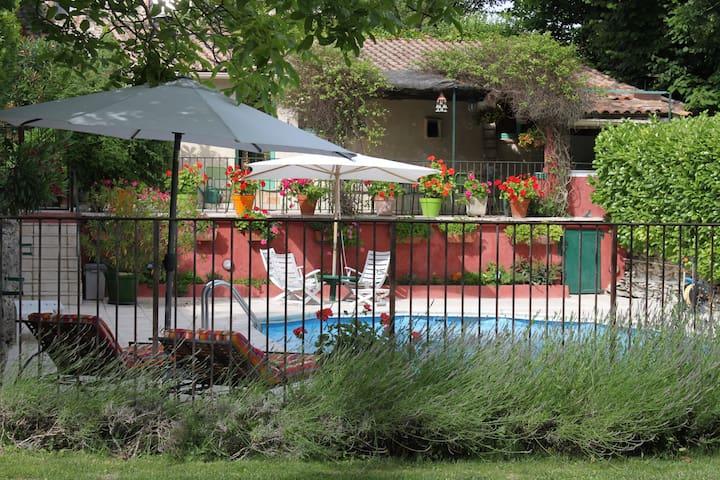 Le Mazet des couleurs - Saint-Jean-de-Ceyrargues - Rumah