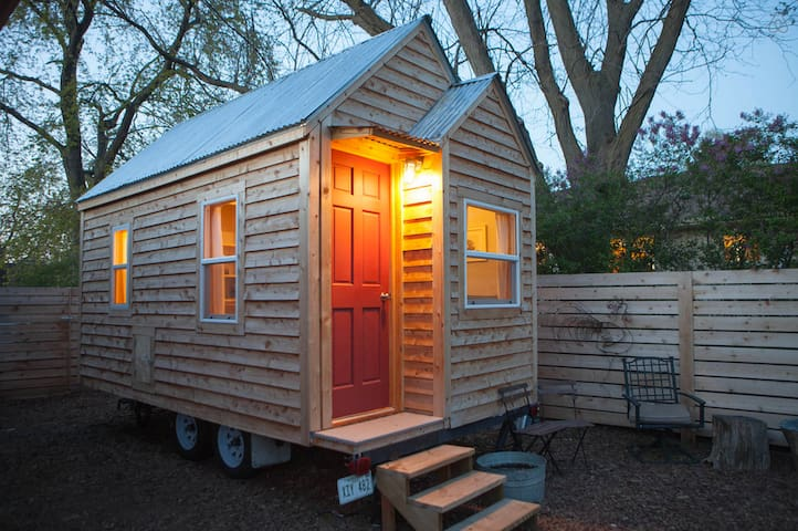 Chic Tiny House in Omaha Nebraska - Gretna - Houten huisje