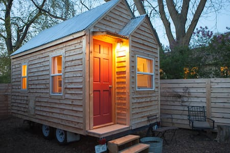 Chic Tiny House in Omaha Nebraska - Gretna - Stuga