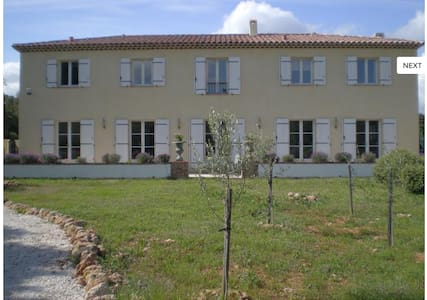 Beautiful Provencal Home with pools - Flassans-sur-Issole - Casa