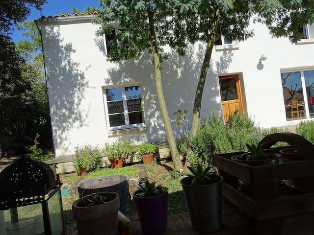 Maison isolation extérieure en liège, matériaux naturels