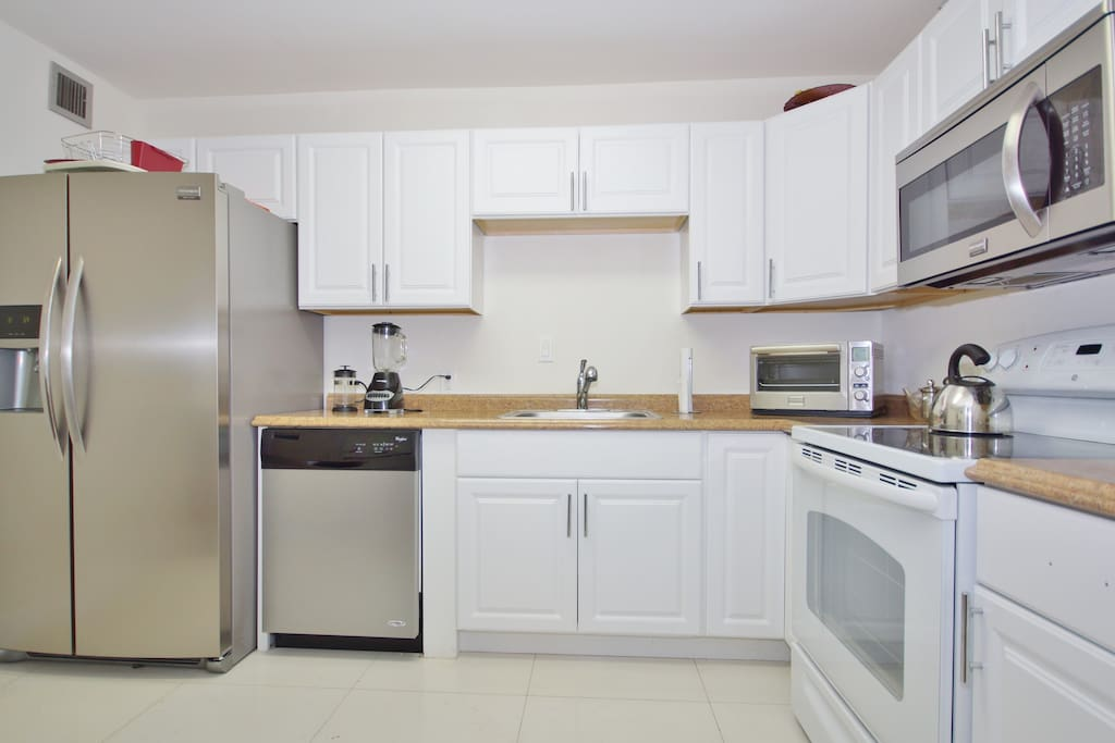 Full Kitchen with new hi end appliances