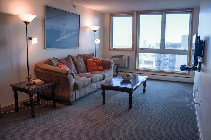 1BR Modern Downtown MPLS Condo, near US Stadium