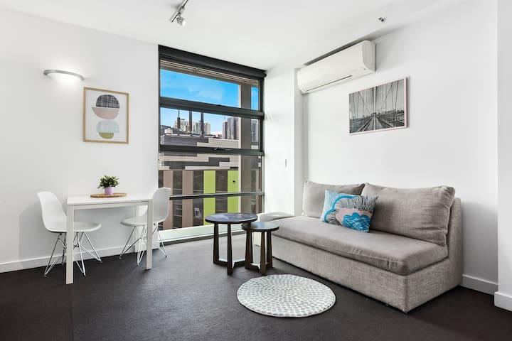 Cosy & Warm  Docklands Apartment inc CarParking