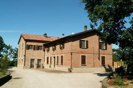 Agriturismo e B&B con apartamenti - Castel San Pietro Terme
