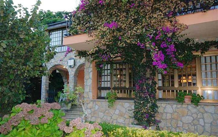 Chalet with 4 bedrooms in San Vicente del Grove, with enclosed garden - 200 m from the beach