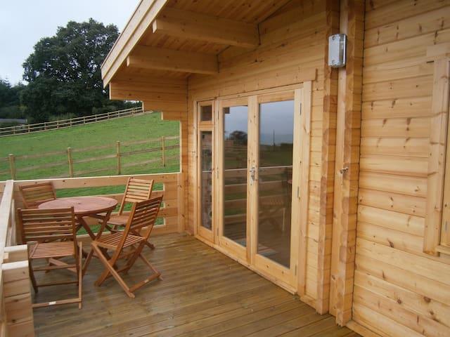 Lavender log cabin - Westbury