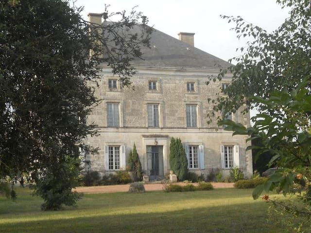 Logis de la Cantinolière - Villefagnan - Hus