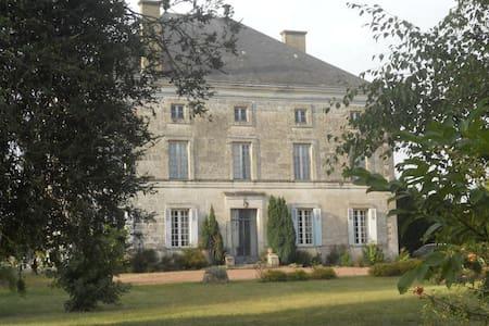 Logis de la Cantinolière - Villefagnan - Huis