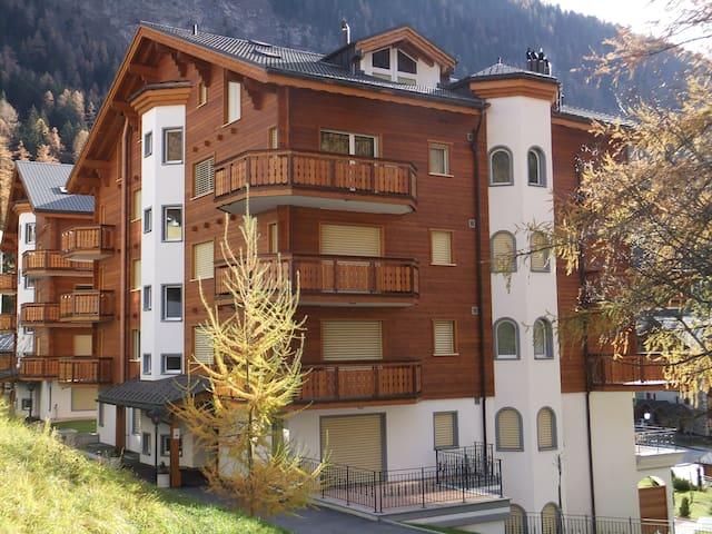 5* luxury apartment (sleeps 4) - Leukerbad - Apartemen