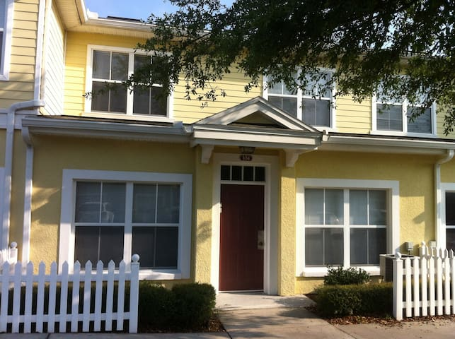 Spacious Resort Home near Disney - Kissimmee - Ház