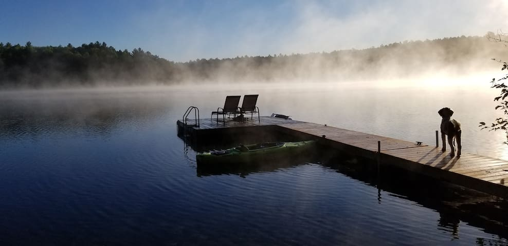 Modern 4-season lakeside cottage