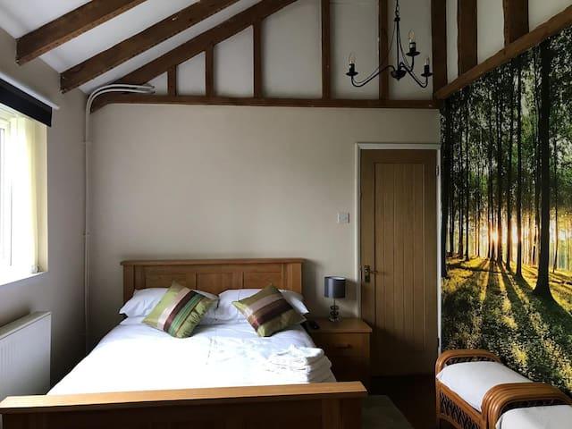 Cosy triple room with luxury en-suite