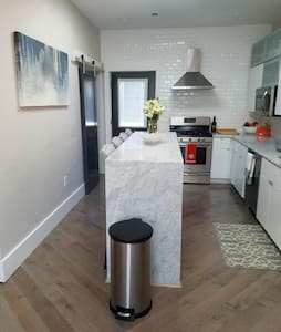 Fully Renovated 1 bedroom near Airport - Boston