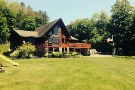 Log Home overlooking the lake - DeRuyter - Rumah