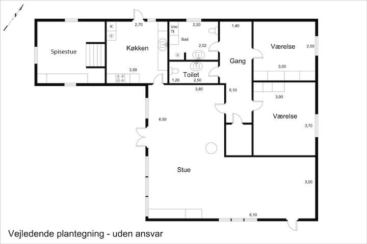 Udover disse 114 m2 er der et udhus med 2 sovepladser.