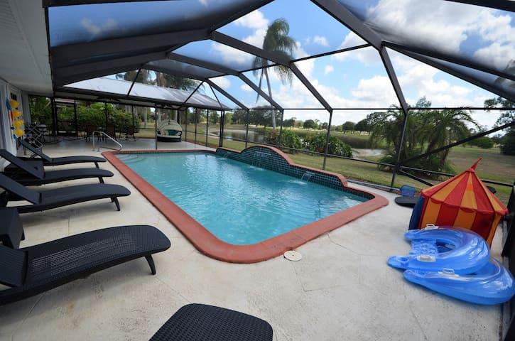 Airy heated pool house on golf course, near beach