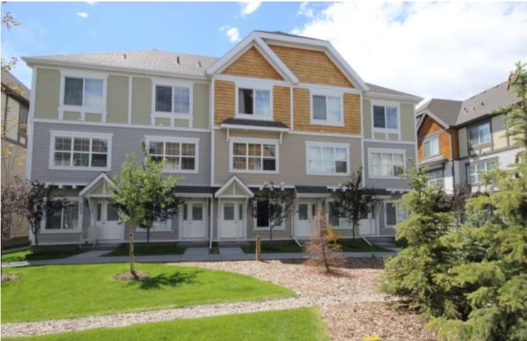 Luxurious 2-master bedroom house - Calgary - Apartment