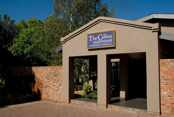 The Crown Guesthouse Luxury Suite 1