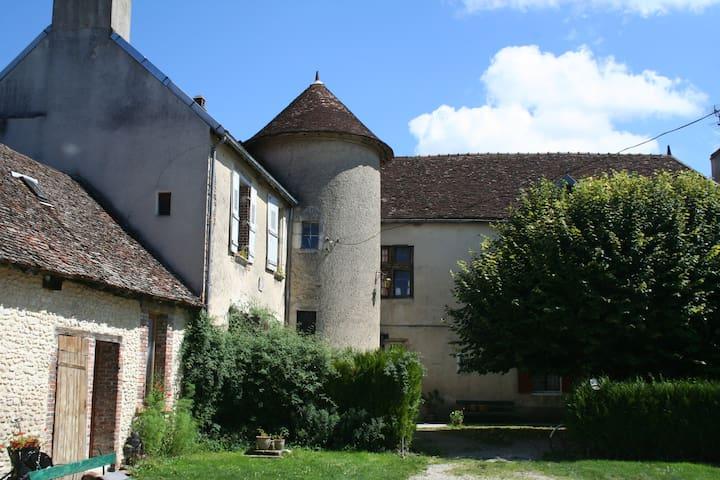 Prieuré et Pigeonnier de Fouchères - Fouchères - Pousada