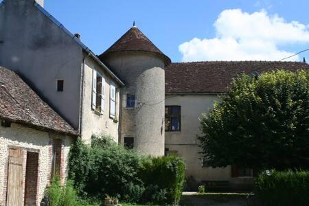 Prieuré et Pigeonnier de Fouchères - Fouchères