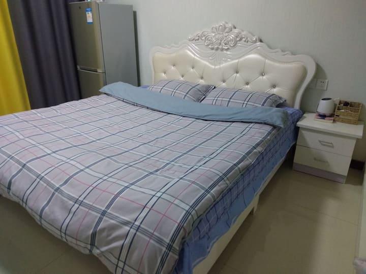 [商圈地暖]恒丰温馨港湾520大屏投影乳胶床房