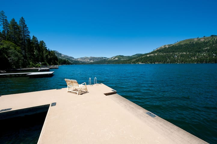 Private Dock! Lakefront Cabin!  Donner Lake - Truckee - Kulübe