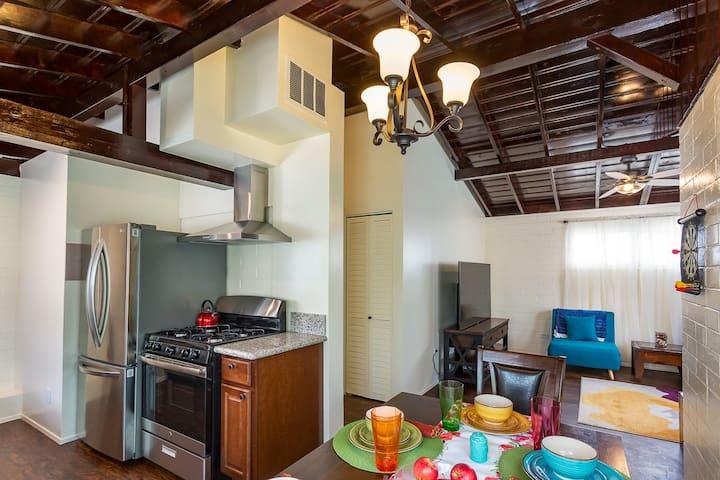 Brilliant Blue Bungalow: Private Guesthouse