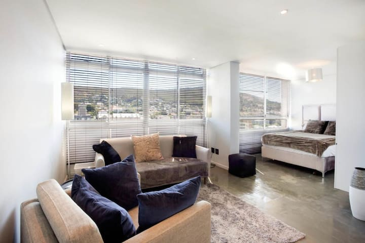 Modern studio with amazing views in vibey area