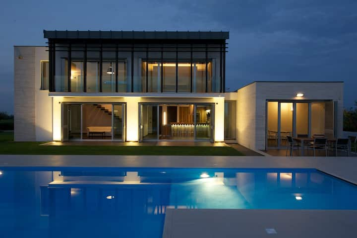 Modern villa with swimmingpool