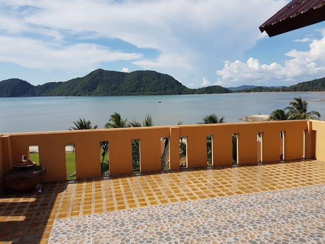 3-Bedroom Villa with Breakfast