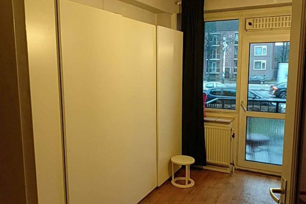 Cosy room, with private balcony! perfectly soundproof and thermal insulated. The wall is composed of a 3m wide wardrobe. probably you will have enough space....
