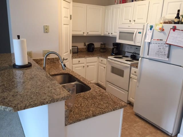 2BR/2BA Apartment, Walk to GABP - Covington - Apartment