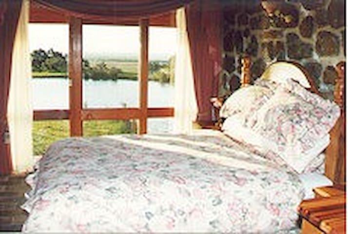 Tuki Stone Spa Cottage 4