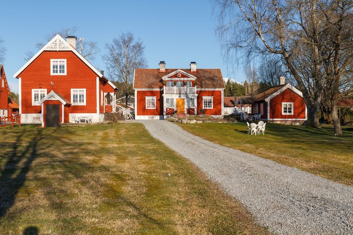 Hem till Gården-Apartment 4 adults - Västerås - Bed & Breakfast