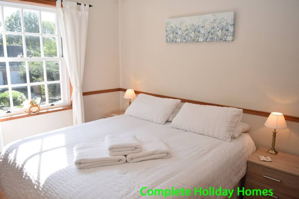 Bedroom 1 (all bedrooms have 5ft kingsize double beds which can be split to create 2 singles)