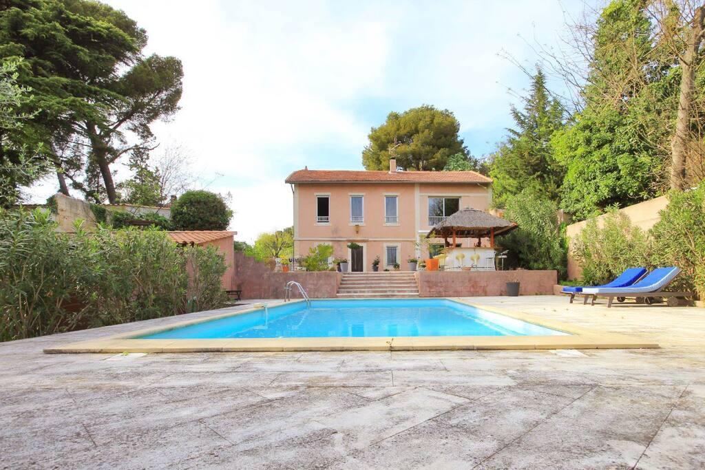 Villa 10 min avignon 4 chambres piscine clim for Piscine les angles
