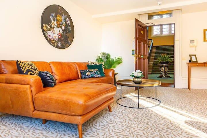 Sun Drenched Grand Apartment | Weekly Rates Available